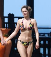 Celebrity babe Kelly Brook exposed boobs on the beach