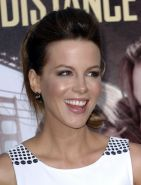 Kate Beckinsale stunning in white mini dress at 'Going the Distance' premiere in