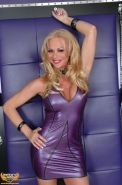 Tranny babe Foxy Angel in latex and chains