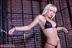 Jana Cova spreads her pussy caged