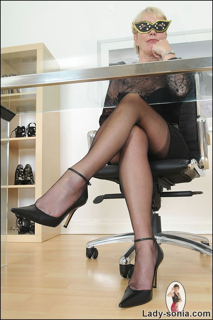 Dominant Granny With Whip In Seamed Nylons Girdle And -7821