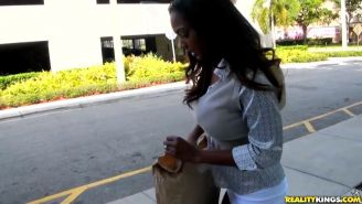 Black milf picked up on the street for a quickie