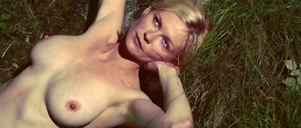 Kirsten Dunst sexy topless and totally nude body photos