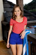 Tiny cute amateur teen Riley Reid spreading