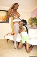 Ebony milf and teen licking pussy each others pussy