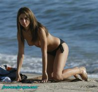Leilani Dowding showing her nice tits on beach paparazzi pix