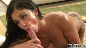 Milf Jewels Jade offering a lucky guy her asshole