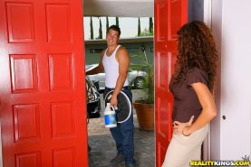 Beutiful hot big tits arielle ferrari gets fucked hard by her house cleaner in t