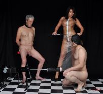 Mistress Carly wanks off her naughty slave