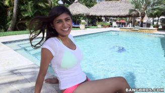 Spanish bombshell Mia Khalifa banged and creampied