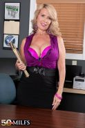 Customer sex service for busty mature woman