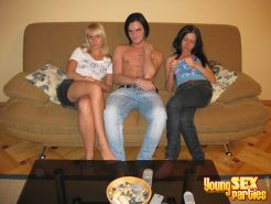YOUNG SEX PARTIES: teenagers hanging out and fucking loud