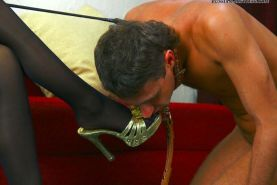 Mistress pees onto her slave's face before letting him lick her wet smelly clam