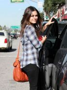 Rachel Bilson ass squeezed in a pair of jeans