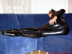 latex clad babe gets her pussy fisted