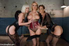 Beautiful women with gorgeous bottoms, Cherry Torn and Syren De Mer get their as