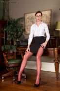 Office boss Lara rips her unusual colour pantyhose