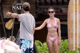 Hilary Swank looks very sexy wearing bikini in Hawaii