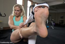 Fit Angel Allwood seduces her trainer with her sweaty horny feet