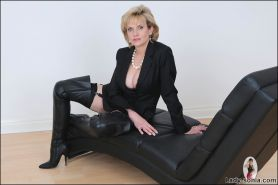 Thighboots british mature lady sonia spreading her cunt open