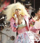 Nicki Minaj showing her tits and nipple during performance caught by paparazzi