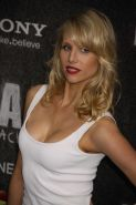 Lucy Punch showing cleavage at the 'Bad Teacher' premiere in NYC