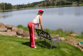 Wifey gets a facial on the golf course