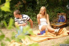 Voyeur spying a couple fucking all in the picnic outdoor