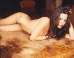Brooke Burke shows her body, tits and ass in seductive poses sexsi