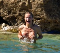Cameron Diaz topless trying to hide her boobs on a Caribbean beach
