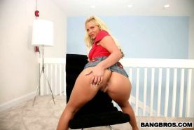 Cummy hand job from gorgeous blonde Phoenix Marie