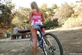 Jaelyn Fox picks up old guys in the park for fun