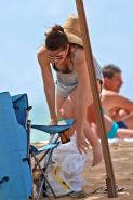 Jessica Biel caught while dressing and leaving the beach in Maui