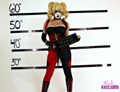 Busty hottie Kayla Kiss dresses up as Harley Quinn for you