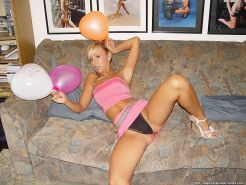 Pictures of Maja being kinky with balloons