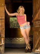 Pictures of Alexis Texas masturbating out on the ranch