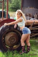 Country babe Jess Davies strips for you on the farm
