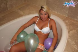 Pictures of teen Jayda Brook playing with balloons