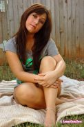 Pictures of teen hottie Lunas Cam getting nude in the back yard