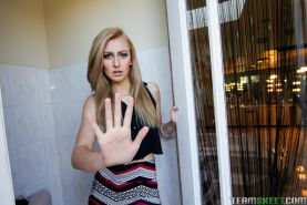 Blonde teen Alexa Grace gives a quickie in her clothes