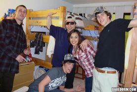 Amateur college hotties put out in the dorm