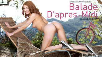 Pretty teen Lexi Bloom masturbates with her bicycle