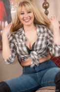 Country girl Rhiannon Parks strips naked for you in her first shoot