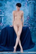 Pictures of short-haired girl Taja completely nude for you