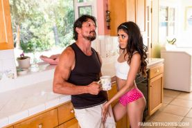 Hot teen Angel Del Rey bangs her step-dad in the kitchen