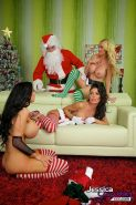 Jessica Jaymes, Nikki Benz and Amy Anderssen get together to fuck Santa Claus