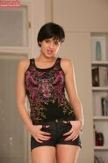 Short haired babe Coco de Mal fingering her box